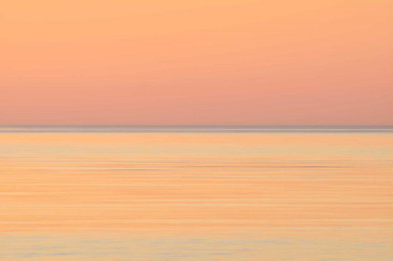 Zonsondergang boven zee bij Kwade Hoek